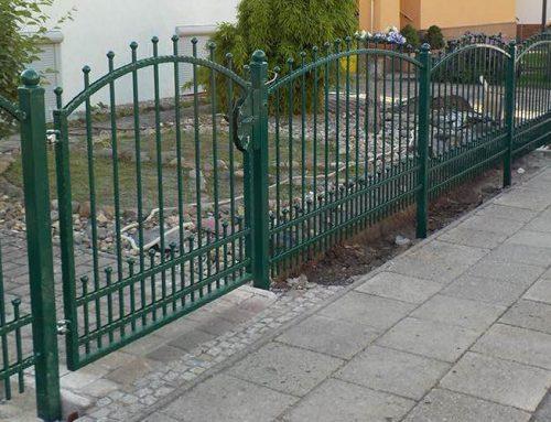 Metallzäune oder Zäune aus Holz?