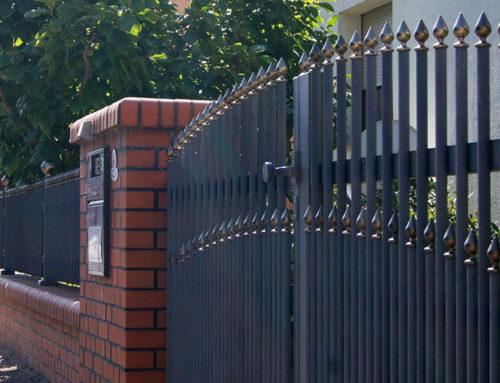 Schmiedeeiserne Zäune – perfekte Zäune für Einfamilienhäuser