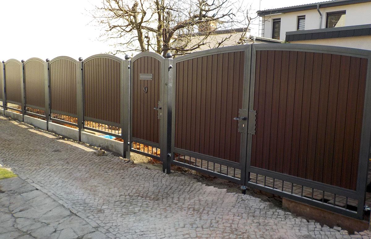 Welcher Zaun eignet sich zu dem Hoftor?